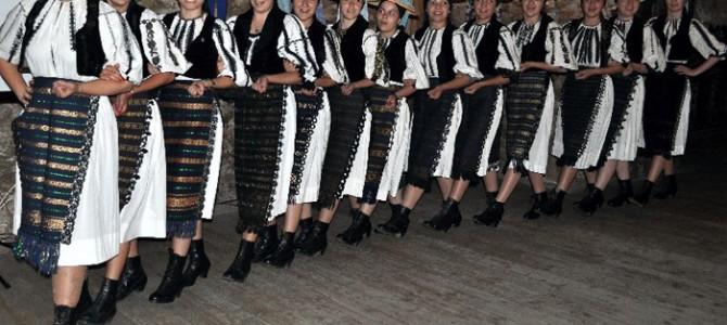 Fetele de la Căpâlna au scos în lume jocul popular românesc