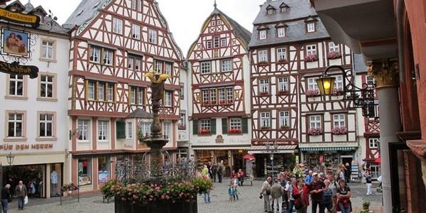 Piaţa medievală de la Bernkastel-Kues