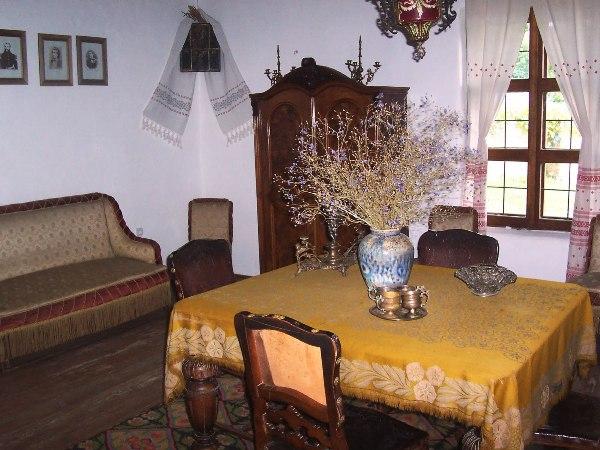 Casa-memorială-Eminescu-salon