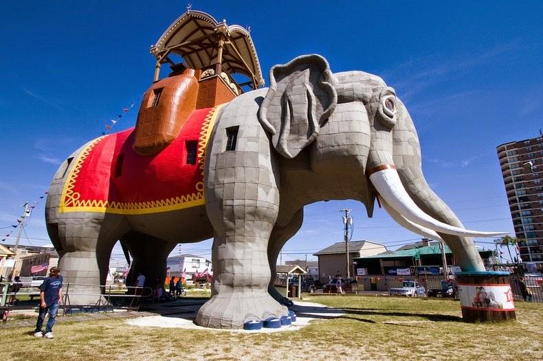 Elefantul-Lucy1