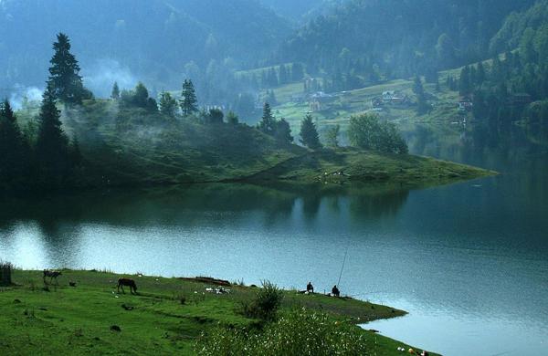Lacul-Colibita2
