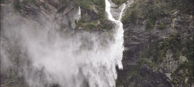 Cascadele zburătoare din Milford Sound