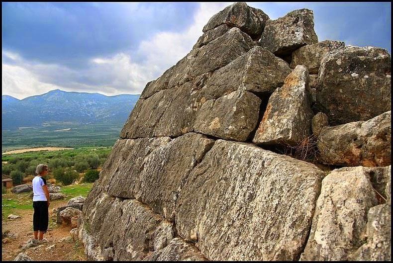 Piramide-hellinikon2