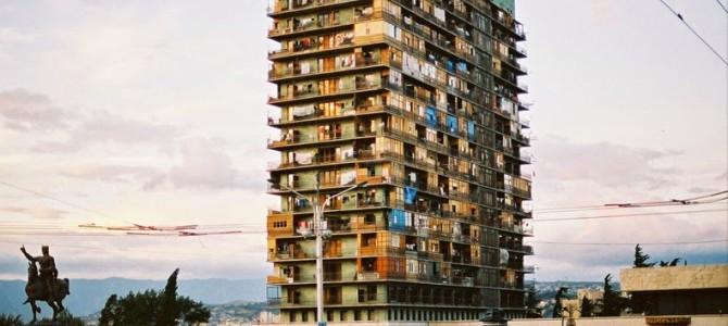Radisson Blu Iveria: Hotelul de lux devenit tabără de refugiaţi