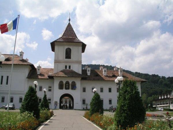 manastirea-brancoveanu2