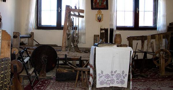 muzeul-etnografic-Sirnea