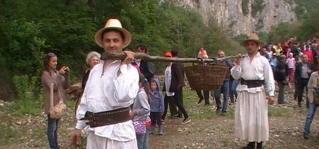 Vechile târguri ale Crişanei, continuate de muzeografi prin Târgul Meşterilor Populari