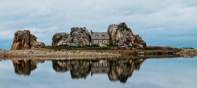 Castelul Meur: Casa dintre stânci din satul Plougrescant