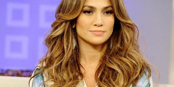 """Jennifer Lopez: 800.000 de euro pentru o """"cântare"""" la o nuntă"""