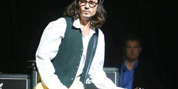 Johnny Depp este şi un bun chitarist