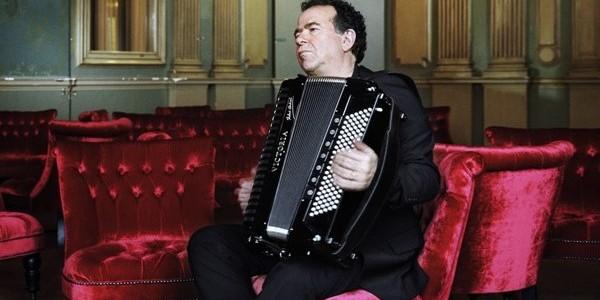 Acordeonistul francez Richard Galliano, în concert cu Big Band-ul Radio