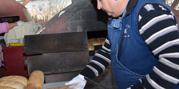 Pâinea tradiţională de casă, după reţeta învăţată de la strămoşi
