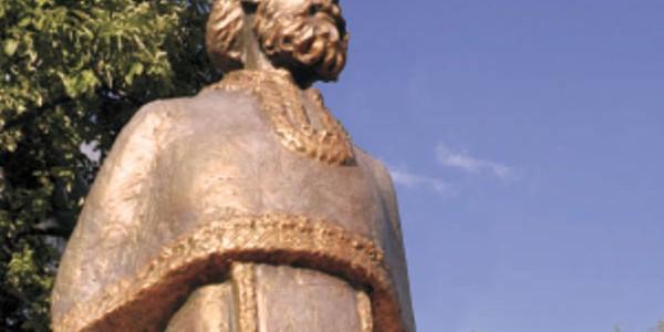 Statuie a părintelui Arsenie Boca de 3 metri înălţime