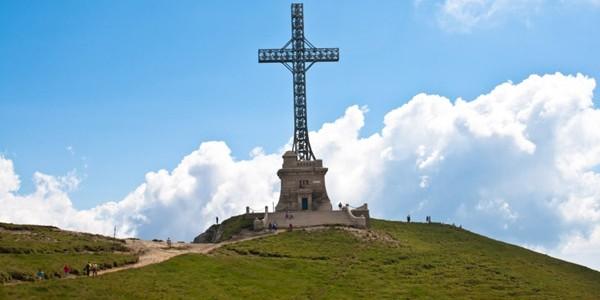 Cea mai înaltă cruce din lume amplasată pe un vârf montan