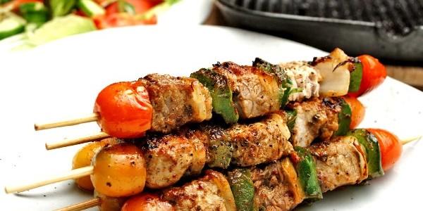 "Un indian din Cluj a inventat un ""kebab românesc"""