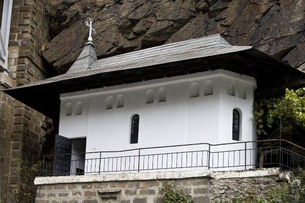 manastirea-piatra-scrisa1