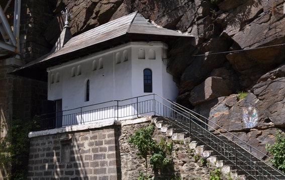 manastirea-piatra-scrisa2