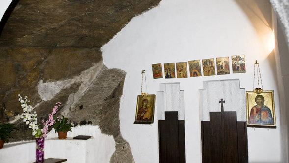 manastirea-piatra-scrisa3