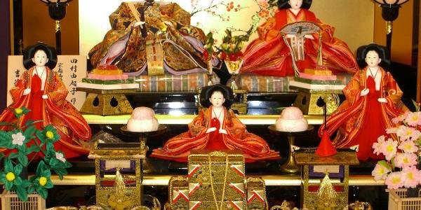 Fetiţele din Japonia, sărbătorite printr-un festival al păpuşilor