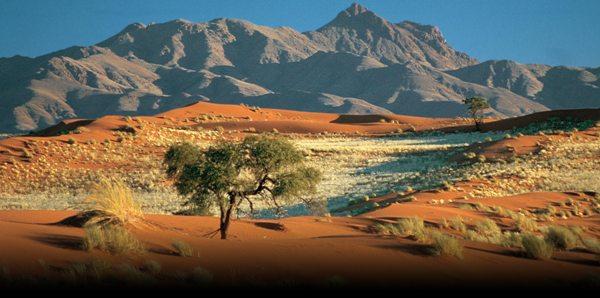 Namibia: 2,4 milioane de locuitori pe o suprafaţă enormă