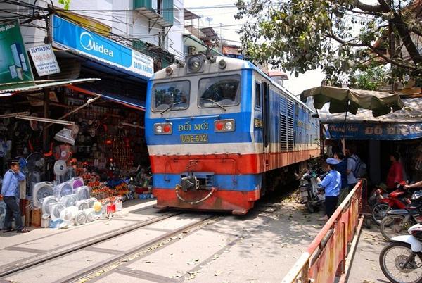 cale-ferata-Hanoi-17
