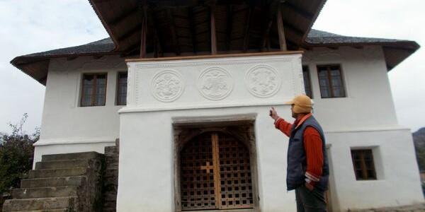 BUZĂU: Casa cu blazoane din Chiojdu