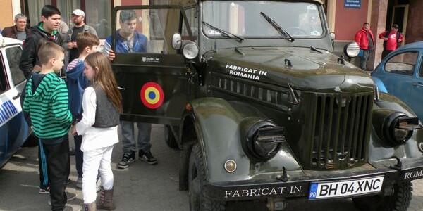 Şeful Poliţiei Petrila are 28 de maşini de epocă