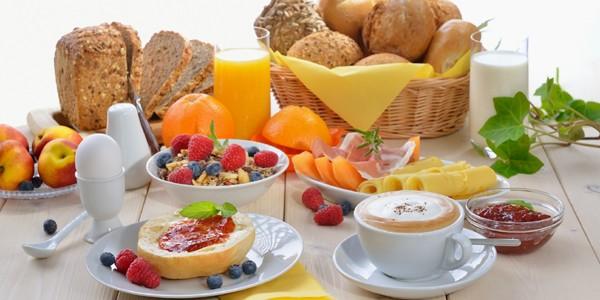 Micul dejun – unul dintre cele mai simple şi eficiente moduri de a mânca sănătos