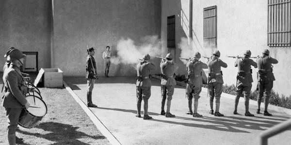 """""""Ţara democraţiei"""" reintroduce plutoanele de execuţie"""
