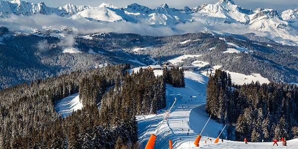 Schiorii mai găsesc zăpadă în 8 staţiuni renumite din Alpi şi Pirinei