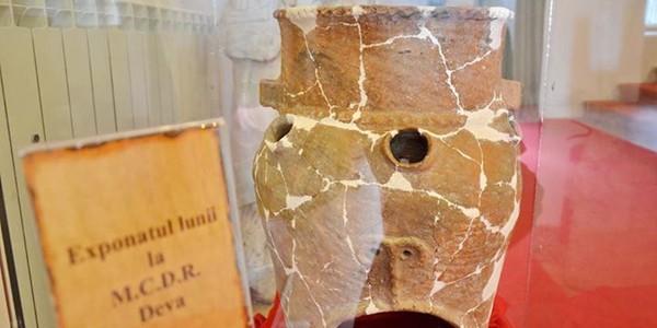 Un vas unic, din Epoca Bronzului, expus la muzeul din Deva