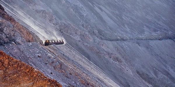 Spectaculosul traseu al trenului până la minele de cupru din Anzi