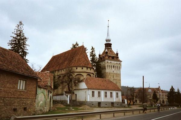 Biserica-fortificata-Saschiz-01