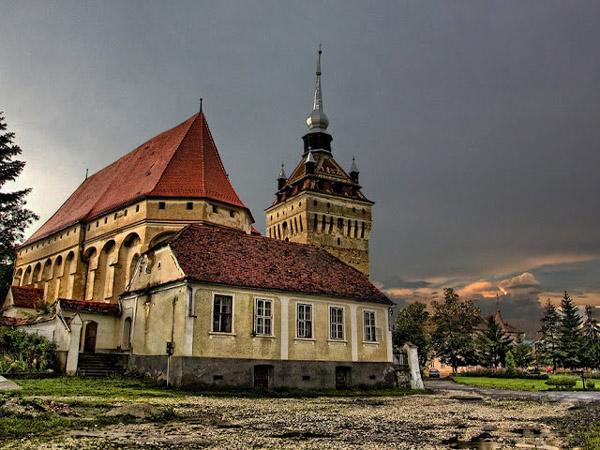 Biserica-fortificata-Saschiz-02