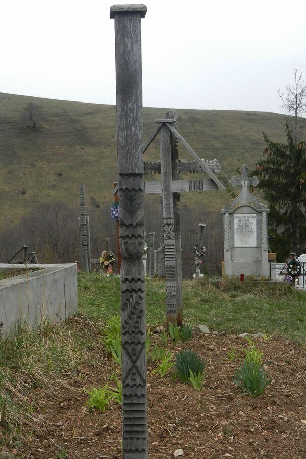 stalpi-funerari-03