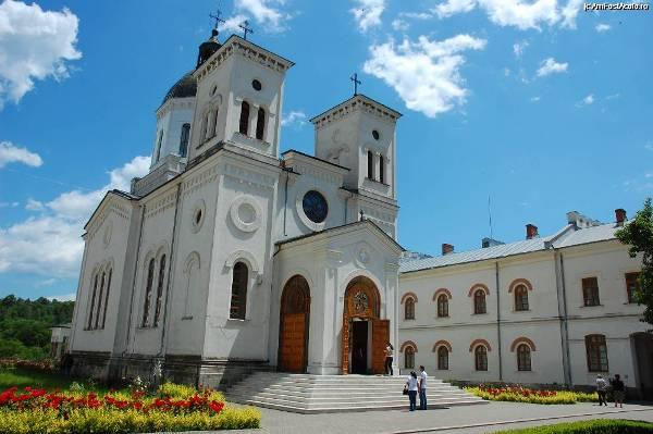 Manastirea Bistrita-valcea-01