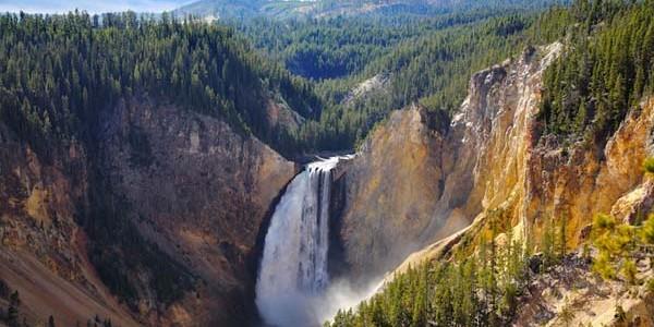 Yellowstone, cel mai vechi parc naţional din lume
