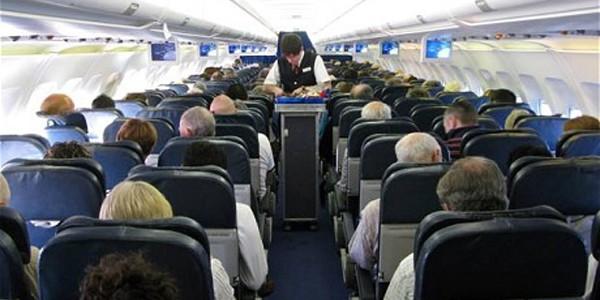 Cum ne comportăm când călătorim cu avionul