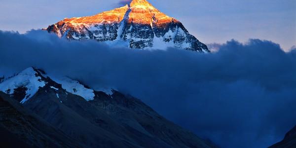 Recorduri… pe Everest