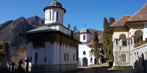 Stânişoara, mănăstirea aflată pe muntele Cozia, sub cascada Păuşei