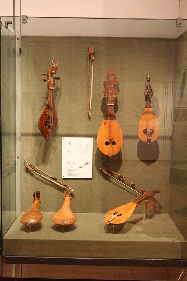 muzeul-de-instrumente-muzicale-grecesti-02
