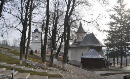 Manastirea-Cosula-01