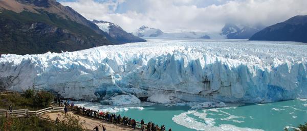 Prăbuşire spectaculoasă a unui pod de gheaţă