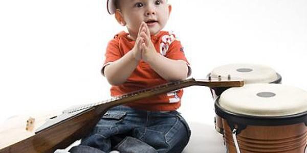 Muzica îi ajută pe bebeluşi să înveţe să vorbească
