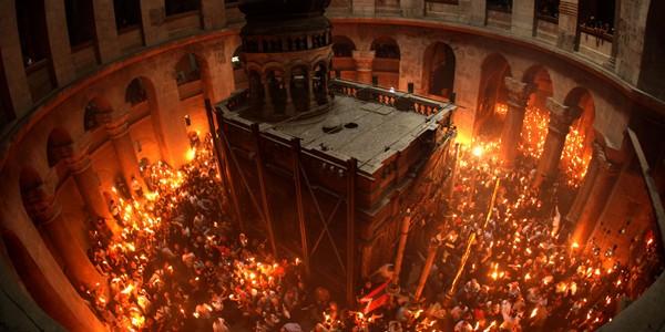 Lumina Sfântă de la Ierusalim ajunge astăzi în România