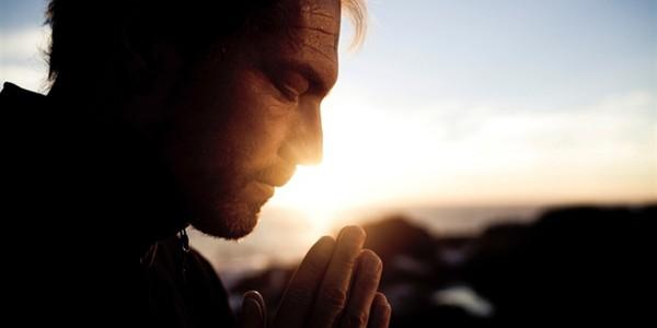 Rugăciunea este un exerciţiu de simplificare a vieţii noastre cotidiene. Suntem prea complicaţi în ce facem
