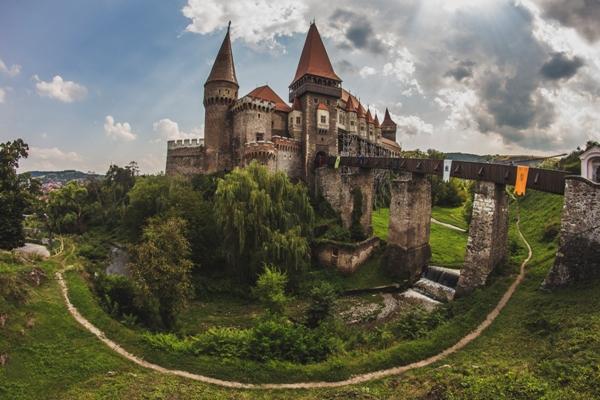 Castelul-Corvinilor-03