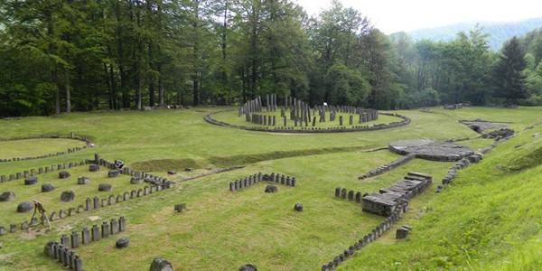 Turiştii pot ajunge pe şosea până la Sarmizegetusa Regia