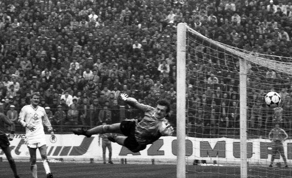 Steaua-1986-04