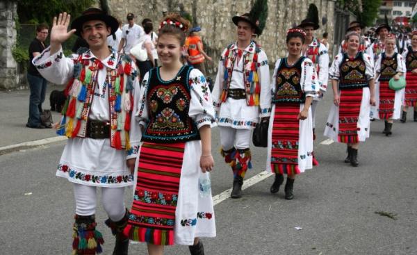 costum-popular-romanesc